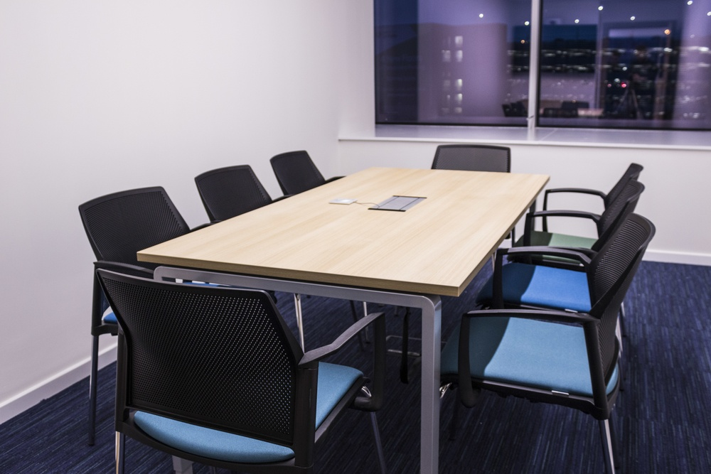 Ergo Meeting Table with Chairs