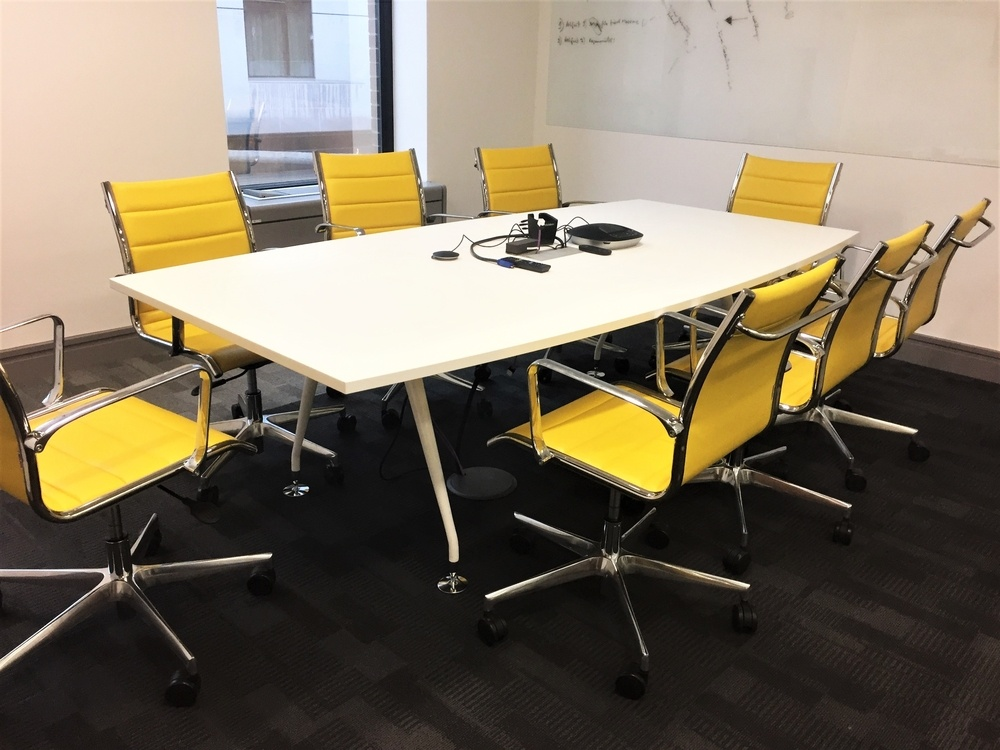 Sky Chairs with Vega Table